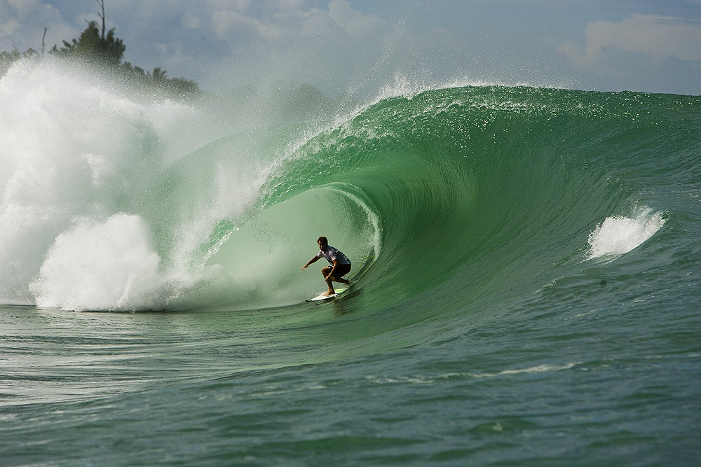 Surf Camp Resort Mentawai Islands Surf Wave Barrel 1000 x 667