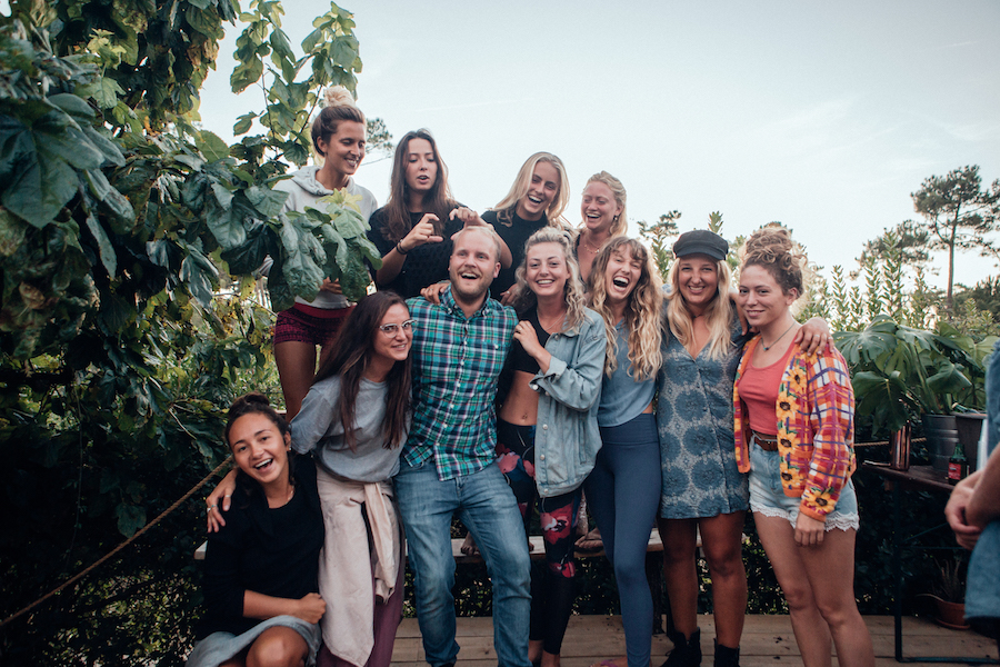 Moleits Surf Camp | Camp Lifestyle | 900x600 Team Group